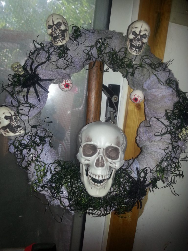 Looking for a Halloween wreath to decorate for Halloween? This is a fun and easy Halloween wreath to make to hang on your door.