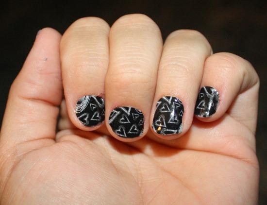 Chalk-Board-Hearts-Jamberry-Nails