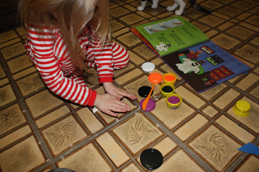 Learning-about-Holidays-with-Play-doh (5)