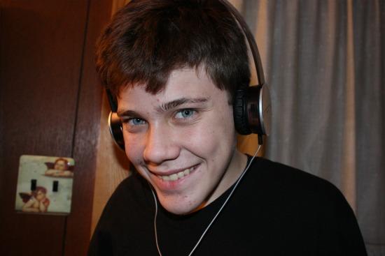 TRACKS HD On-Ear Headphones (V10)- On Joey
