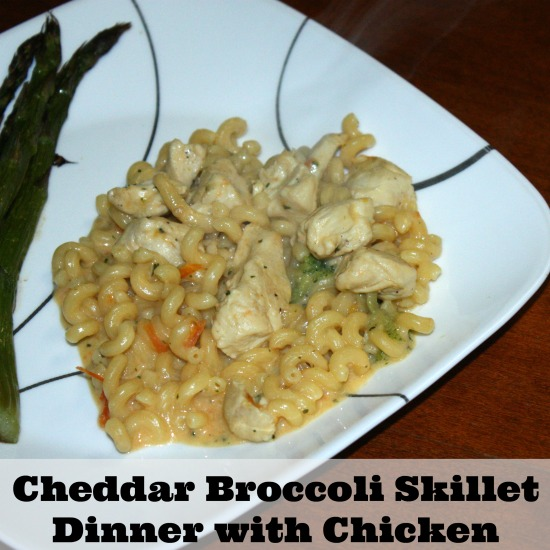 Looking for a simple dinner that can be made for less than $10. This 30 minute meal of Cheddar Broccoli Skillet Dinner with Chicken is a go to recipe.