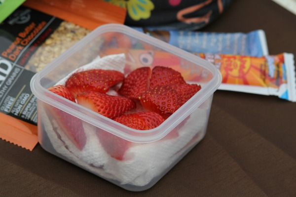 Layer Strawberries with paper towels- Snacks for a road trip