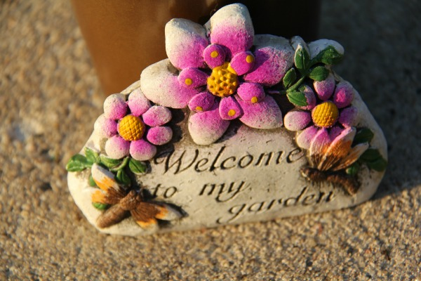 Welcome to my garden taped to the front of the cute craft for gardeners