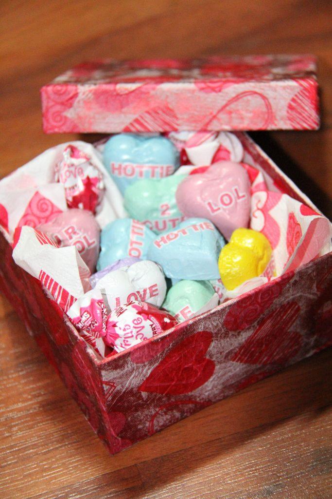 DIY Valentine gift box complete