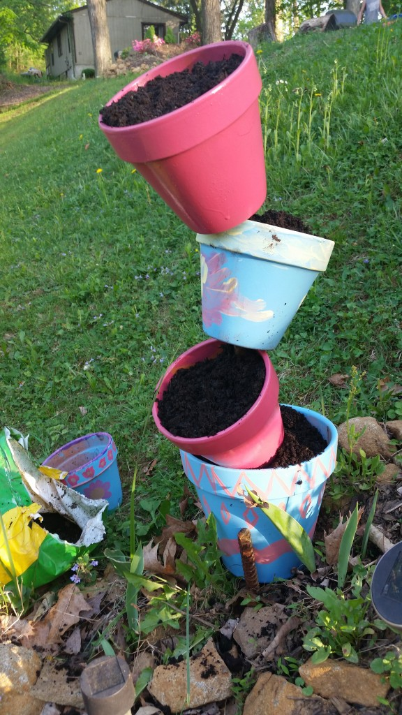 Topsy turvy flower pot crafts garden crafts (23)