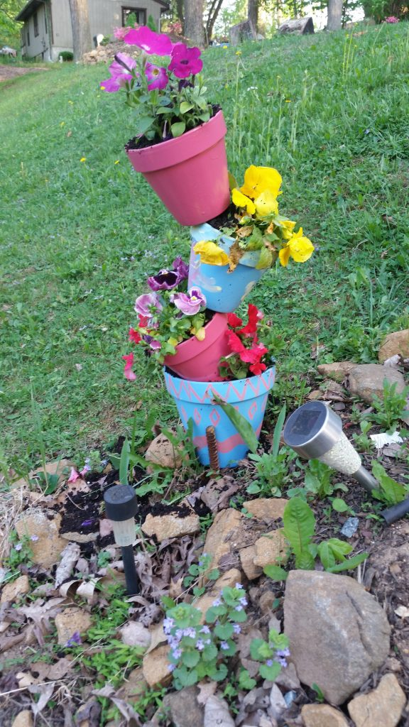 Topsy turvy flower pot crafts garden crafts (24)