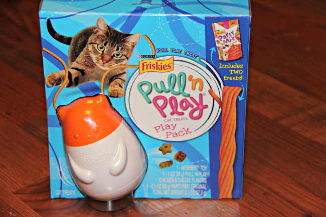 friskies-pull-and-play-cat-treats-play-pack