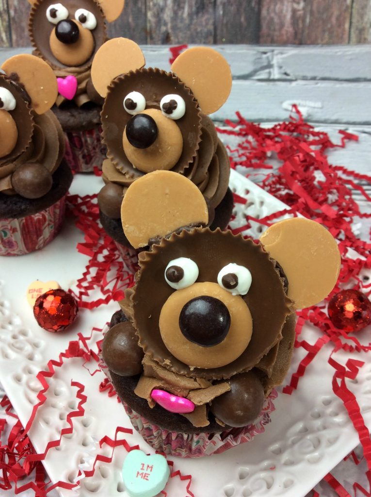 Teddy Bear cupcakes for a teddy bear picnic. Create cute teddy bears on top of cupcakes. A fun treat for any occasion or get together