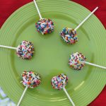 Want to know how to make cake pops? It is easy to do and it is a fun way to get the kids in the kitchen. Perfect for bake sales and parties.