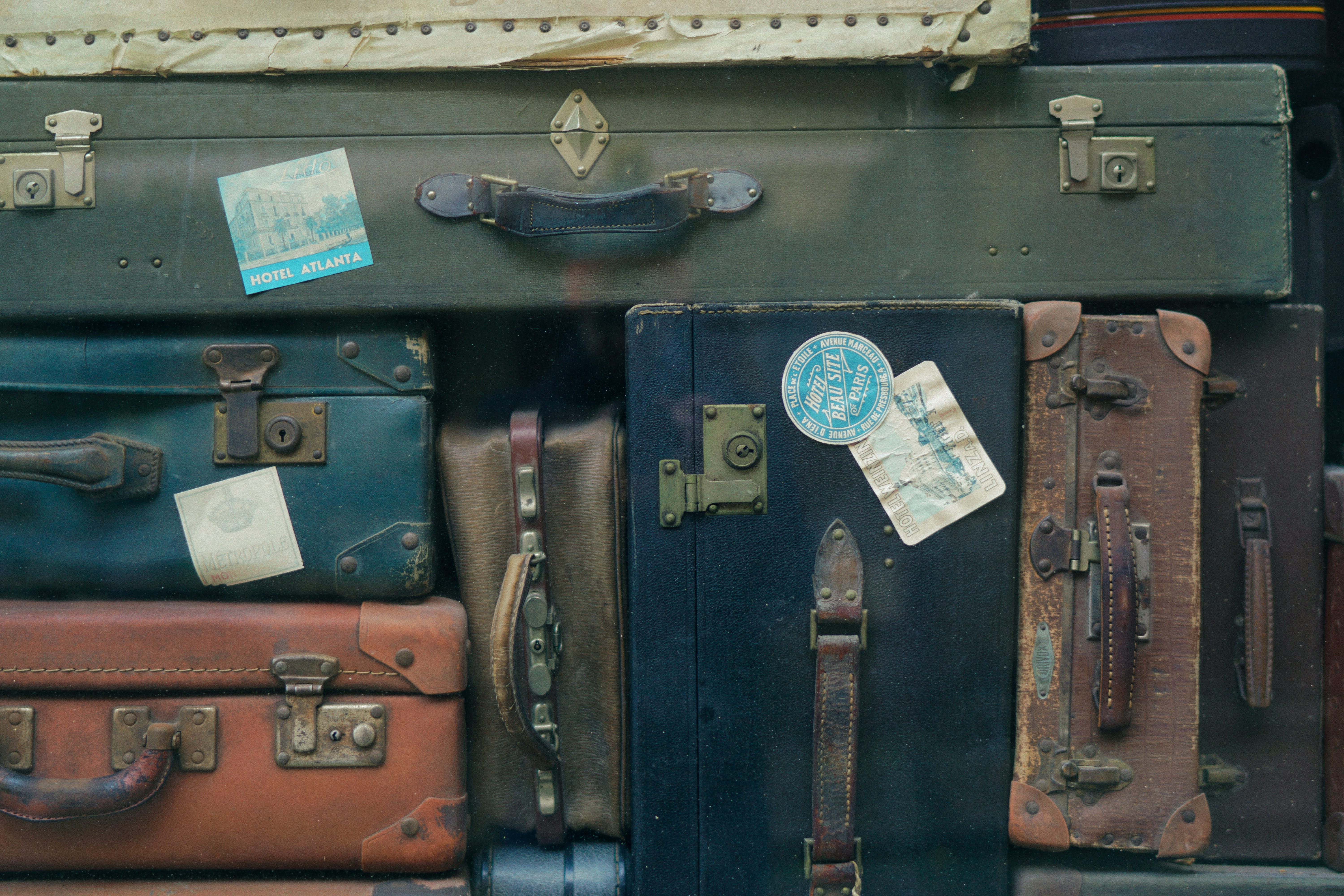 The Etiquette of Travel: How to Handle Common Dilemmas