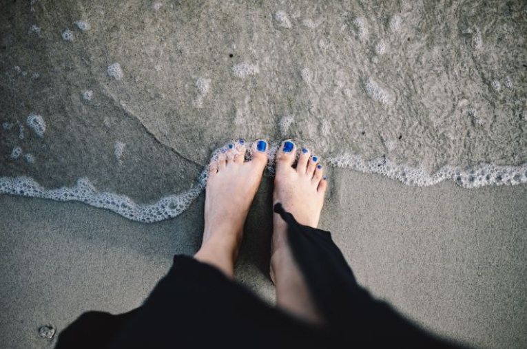 Looking to have healthy feet. These foot health tips will help get rid of dry feet and help make your feet look and feel the best they can.