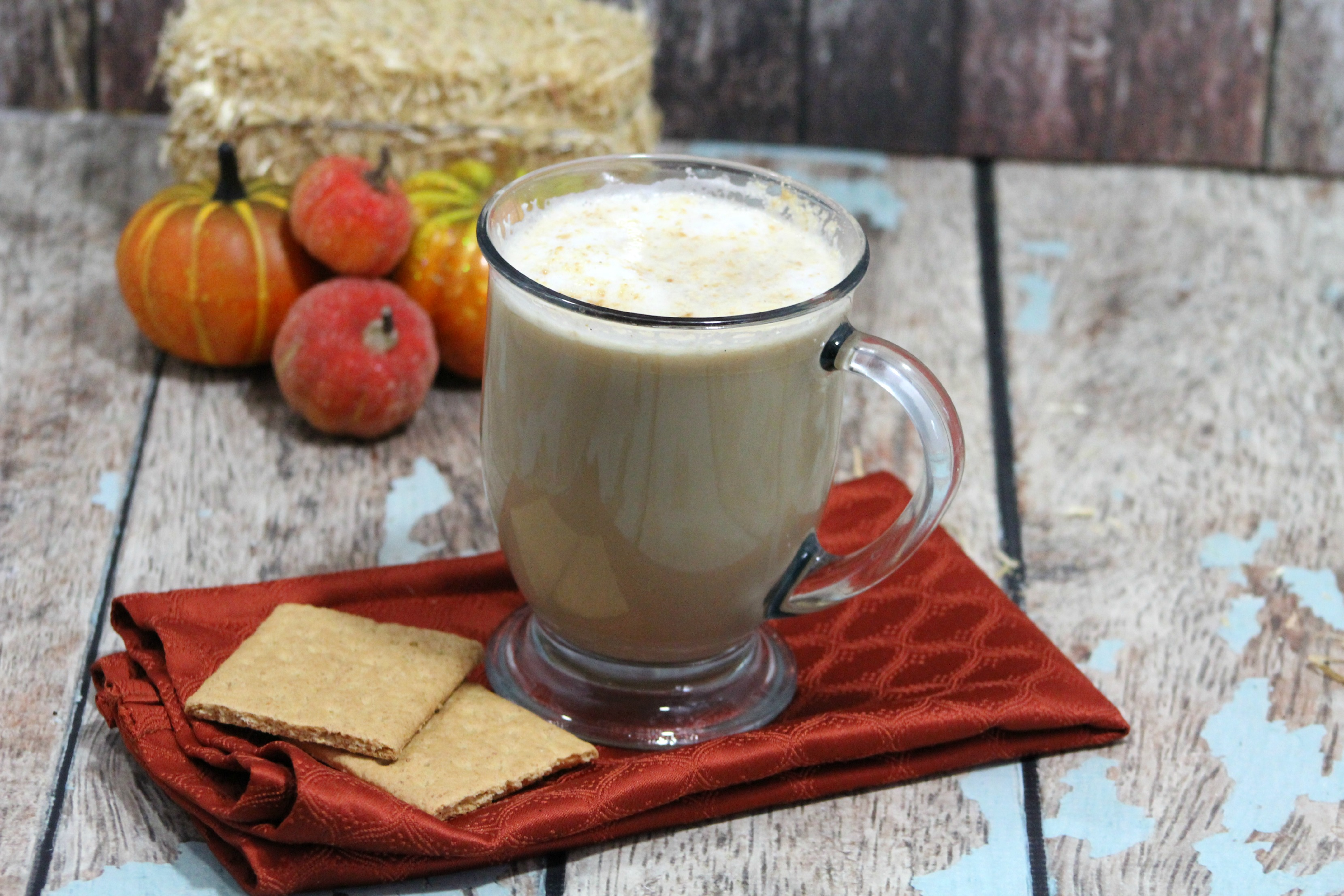 Do you love Copy cat recipes too? What about Starbucks? This is a must try then. Starbucks Graham Latte Copycat recipe taste like the real thing only better.