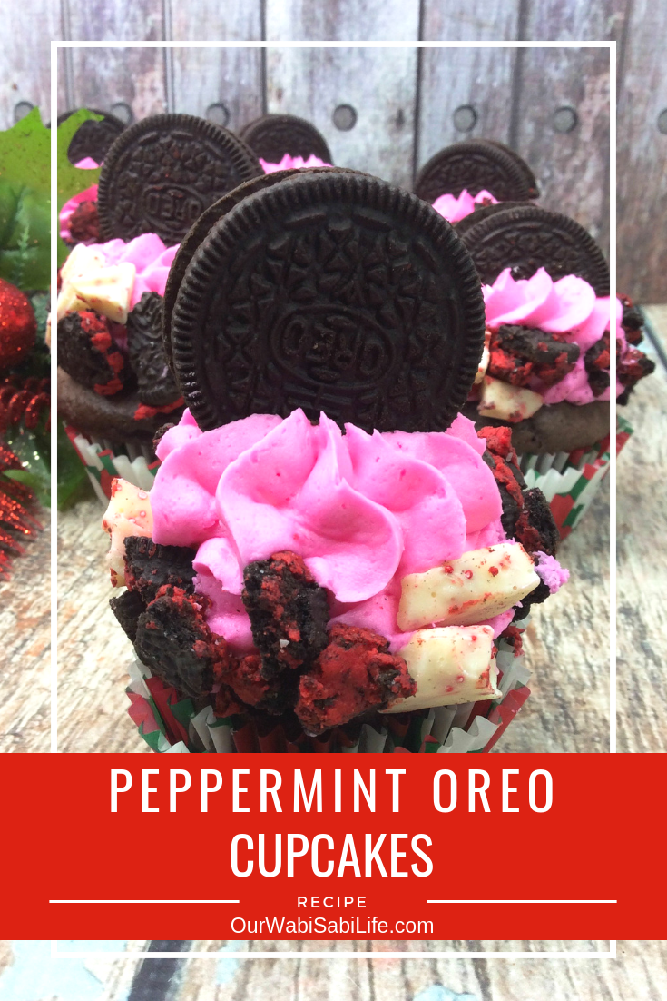 Looking for a delicious and easy chocolate cupcake recipe? This peppermint chocolate cupcake that is topped with Oreos is a fantastic Christmas dessert or for anytime. Try these fantastic peppermint Oreo cupcakes. #cupcakes #Oreo #dessert