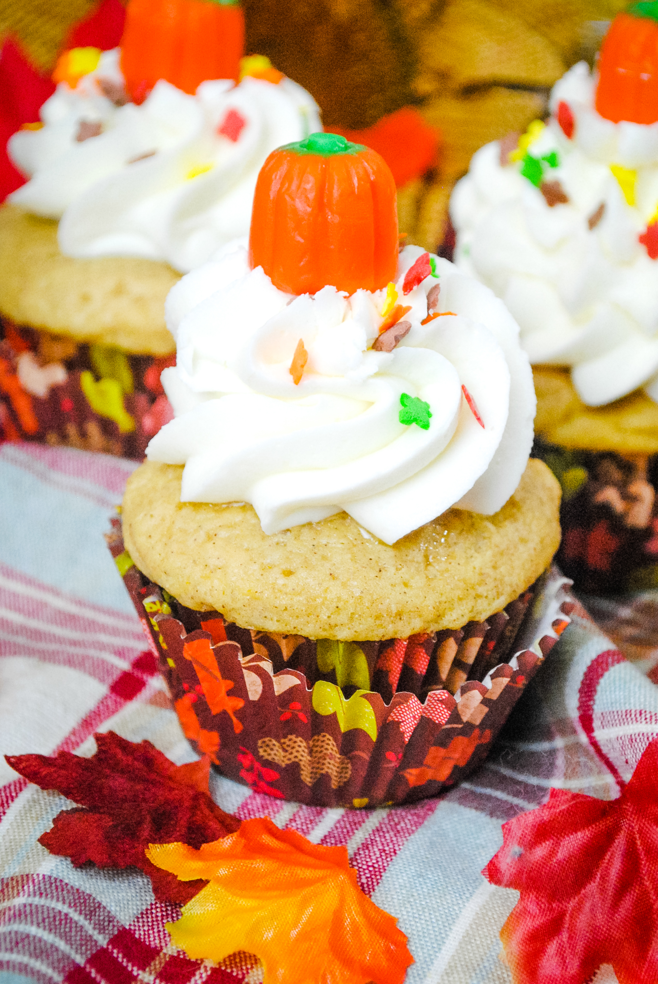 Looking for a delicious pumpkin cupcake? Vanilla pumpkin cupcakes make a great fall treat or for a tasty dessert anytime.  #pumpkin #pumpkinspice #cupcakes