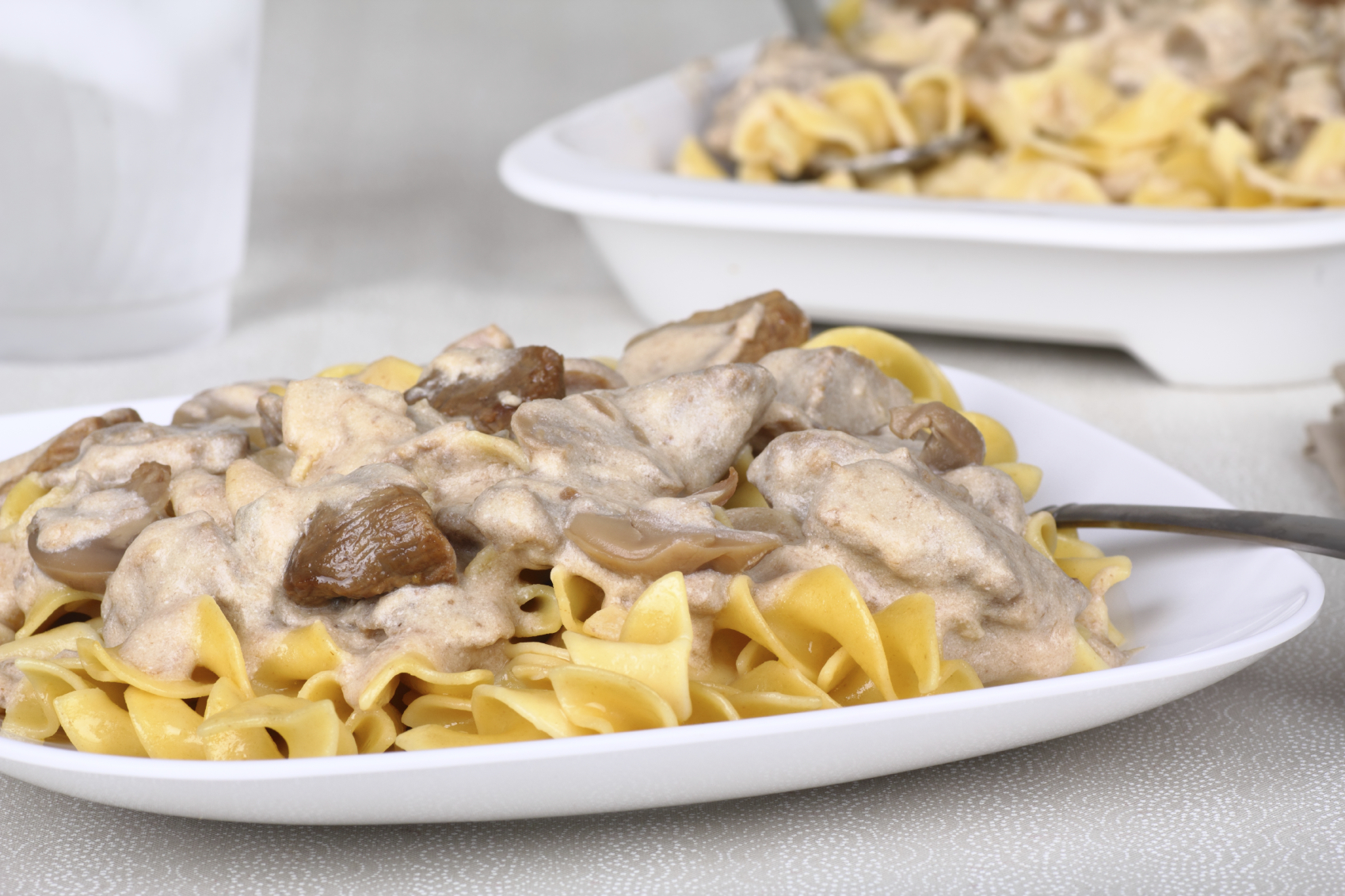 Looking for a way to use leftover turkey? Want a turkey stroganoff recipe that is easy to make and tastes amazing? use this turkey stroganoff recipe to use leftover turkey.