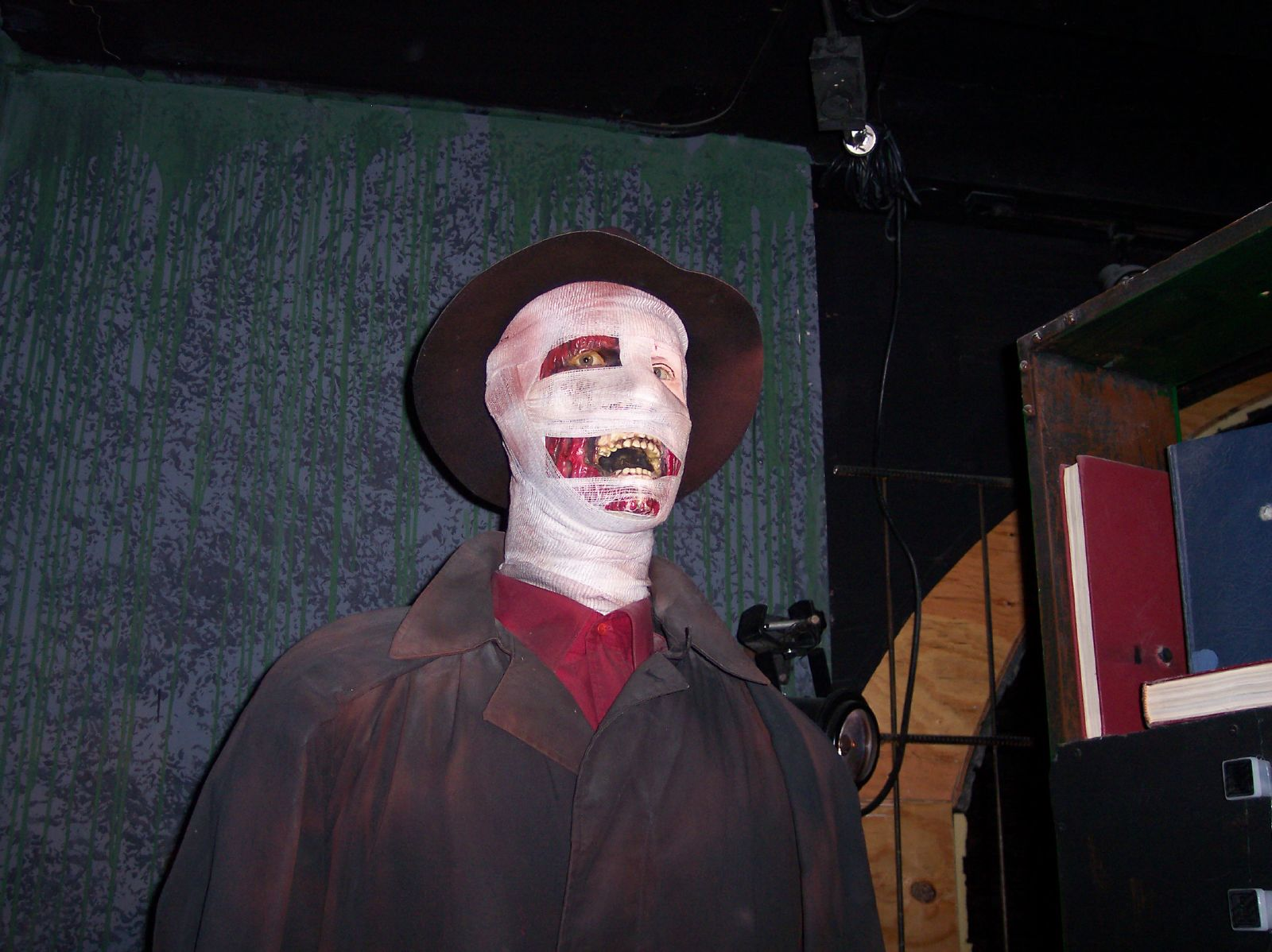 Hollywood Wax Museum statue