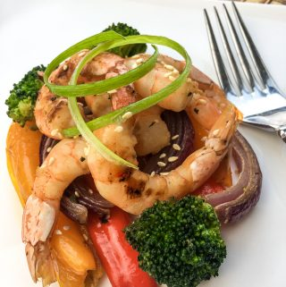 upclose picture of shrimp and vegetables