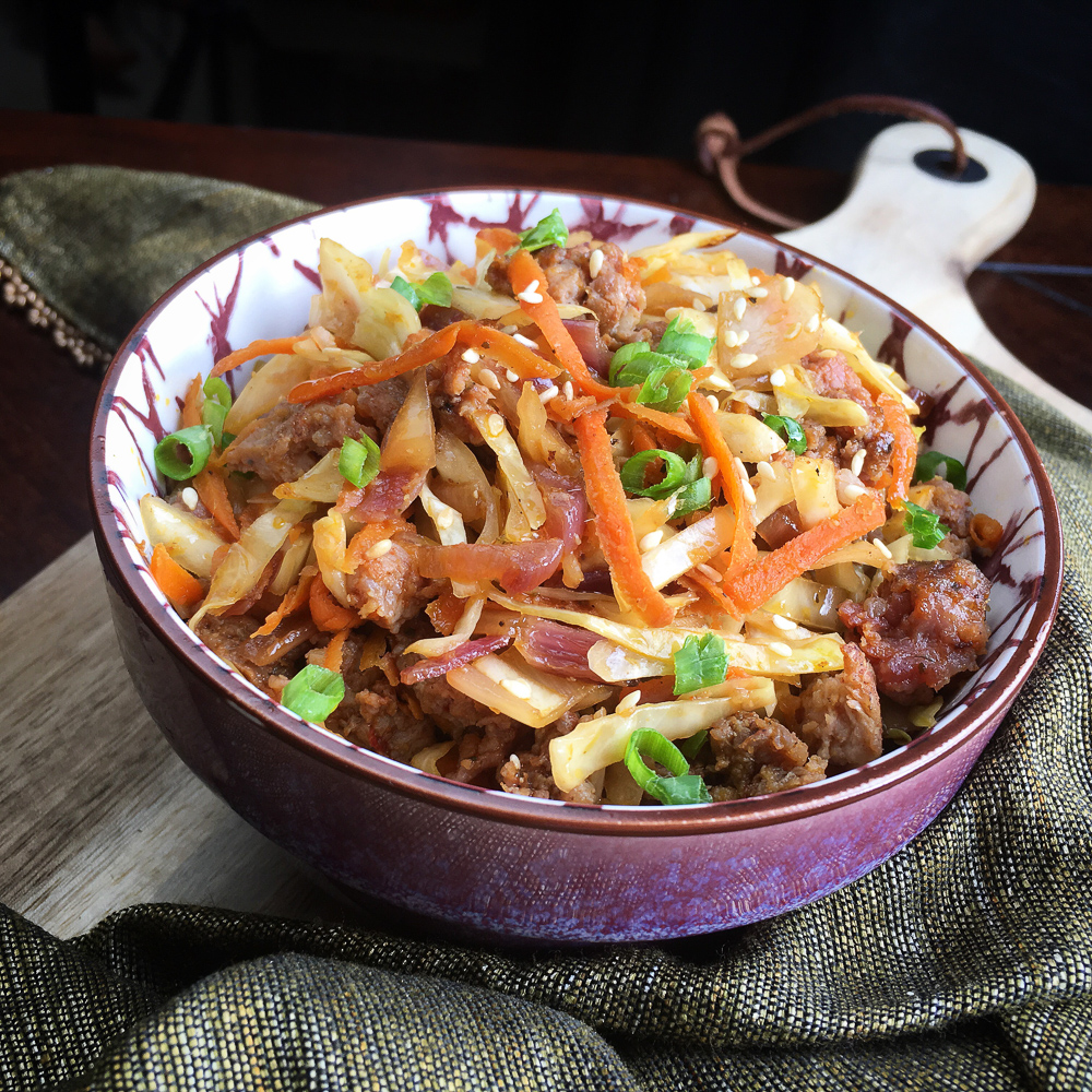 Trying to eat healthier in the New Year? If you love Chinese food and want to make healthy Chinese food at home, you will love this Eggroll in a Bowl. This egg roll recipe is low carb, keto approved with 6 Net Carbs and is only 2 Weight Watchers Points. It is perfect for any healthy eating plan.