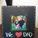 Looking for a last minute Father's Day present? This is an expensive Father's Day present idea. Not only is it easy to make, but Dad is also sure to love this Father's Day Frame. #fathersday #frame #craft #present