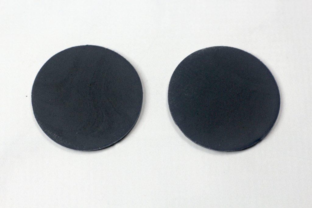 2 black fondant circles