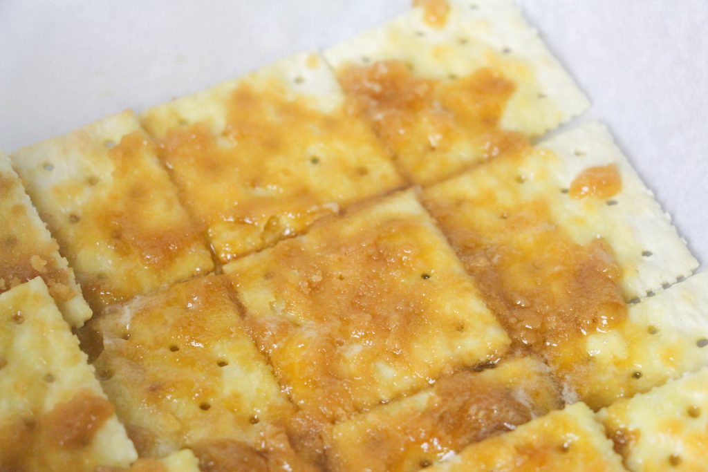 crackers with caramel on it