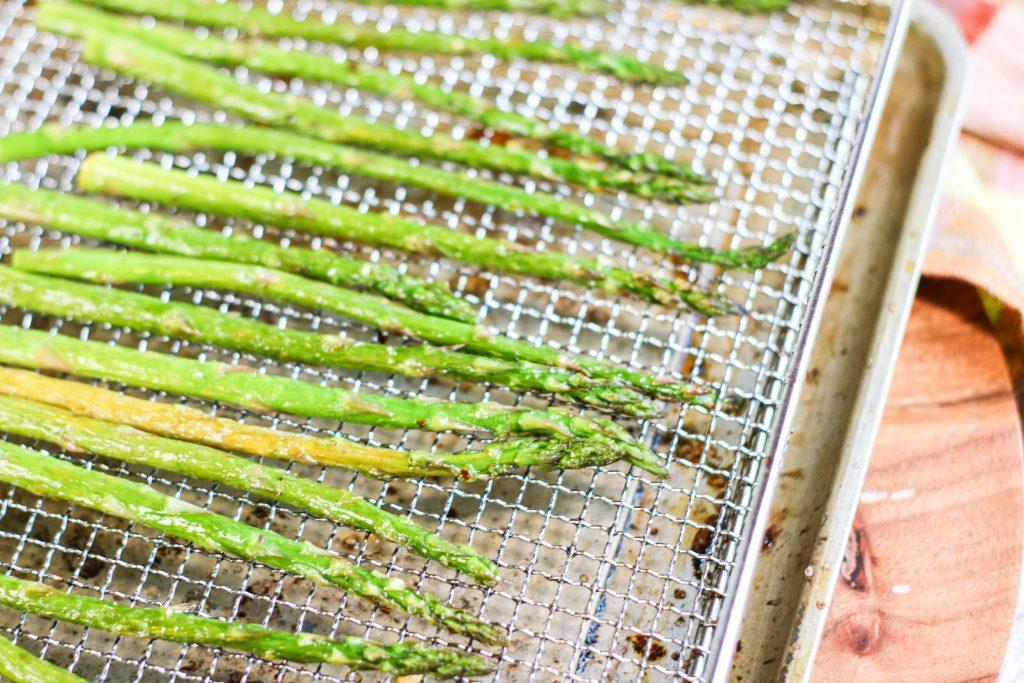asparagus in the air fryer pan