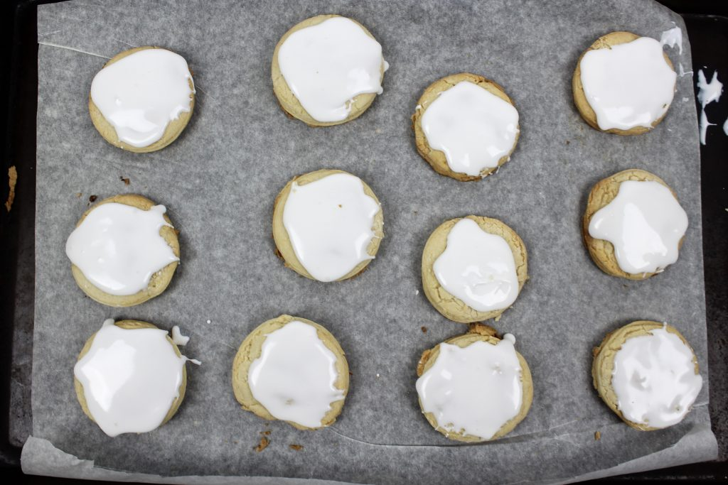 cookies frosting on the cookie