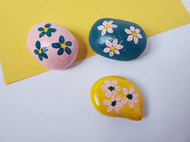 How to Make Beautiful Flower Painted Rocks