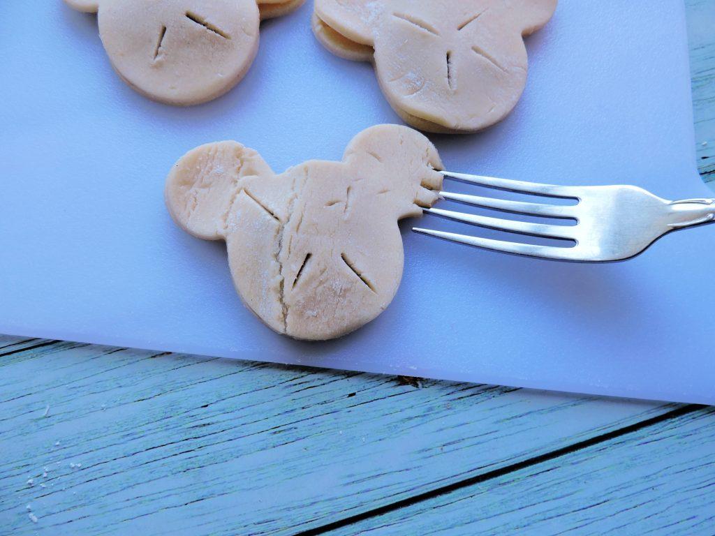 seal the pie crust cookies